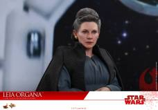 Hot-Toys-Last-Jedi-Leia-013