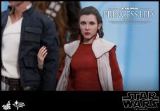 Hot-Toys-Bespin-Princess-Leia-017