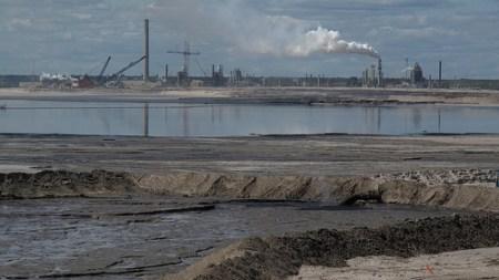 A tar sands refinery. Photo credit: the Pembina Institute