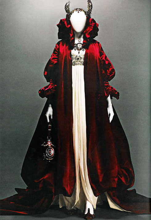 alexander_mcqueen_red-queen_savagebeauty