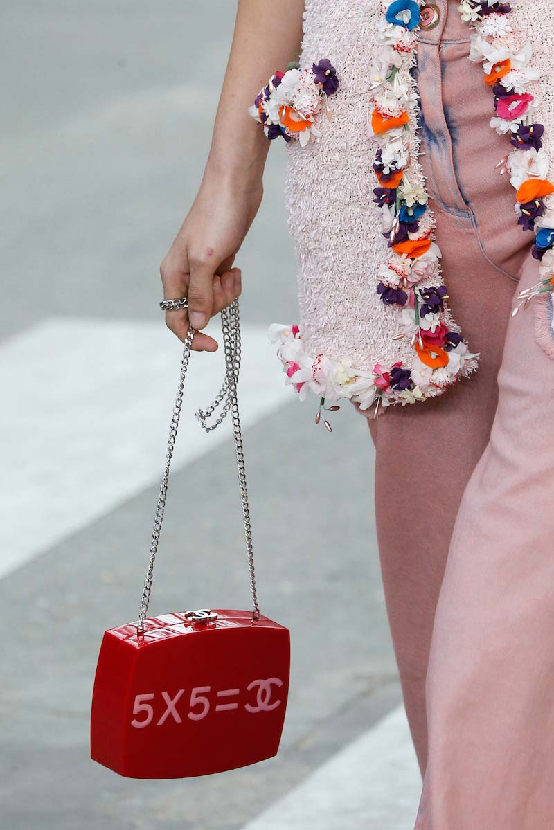 Chanel-SS15-feminism-8