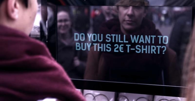 vending-machine-social-experiment-2-euro-t-shirt-fashion-revolution-10