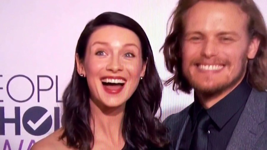 Caitriona Balfe & Sam Heughan on the red carpet at the People's Choice Awards 2015 for Outlander - YouTube [720p].mp4_000004666
