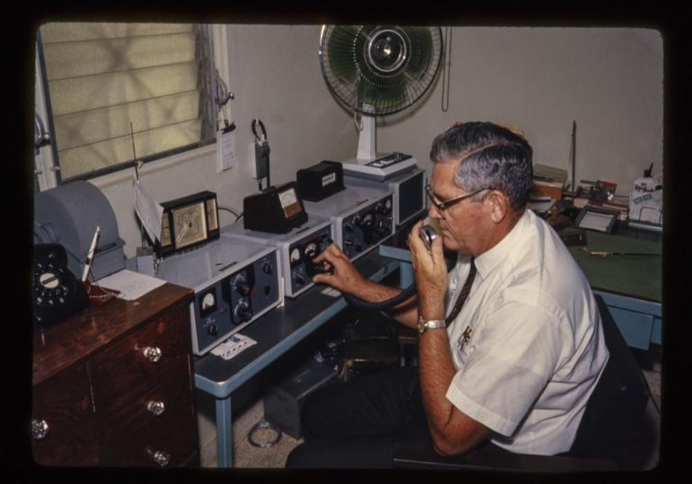 Howard Shoemake en su emisora