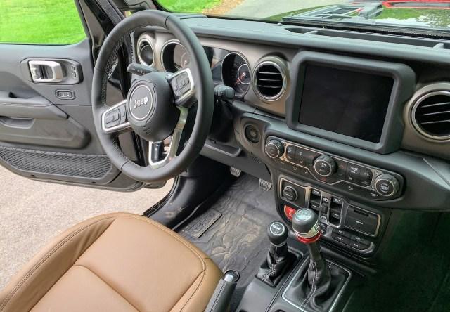 Jeep Gladiator Rubicon interior 6-speed
