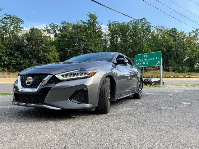 2019 Nissan Maxima SV front