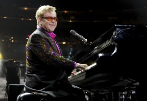 Elton John still hopes for meeting with Putin