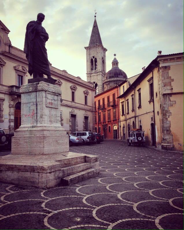 visita_a_sulmona_statua_ovidio_piazza