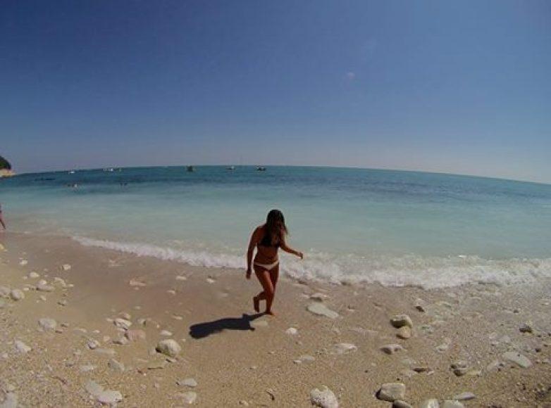 spiaggia-sirolo-san-michele-sassi-neri