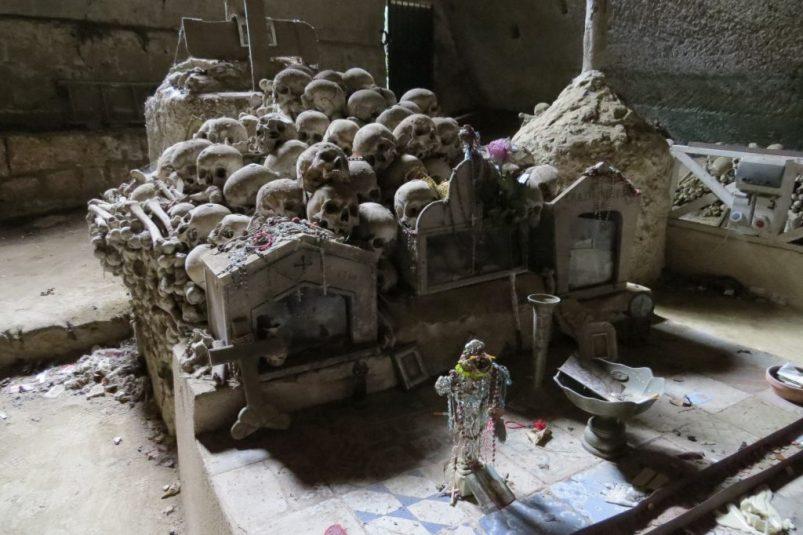 napoli-insolita-cimitero-fontanelle