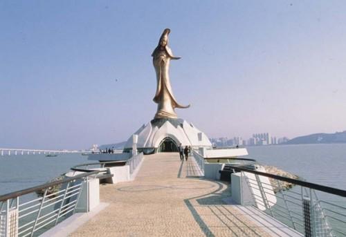 Statue of Kun Iam