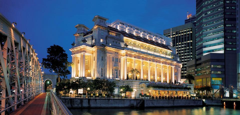 Fullerton Hotel Singapore (photo courtesy of www.fullertonhotel.com)