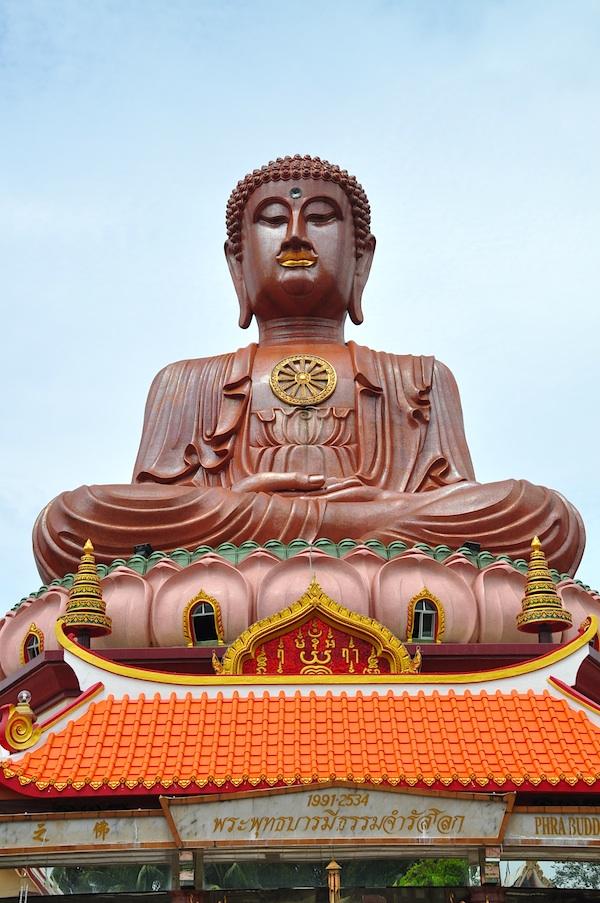 Sitting Buddha at Wat Machimmaram Temple