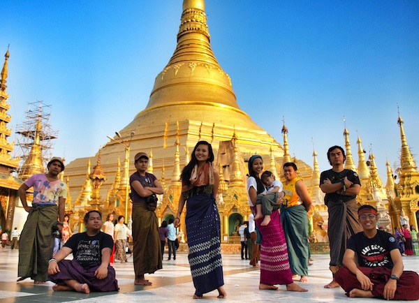 Pinoy Travel Bloggers in Schwedagon Pagoda by DongHo