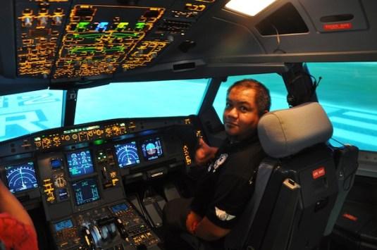 Melo Villareal inside Airbus A-320 Simulator at AirAsia Training Academy