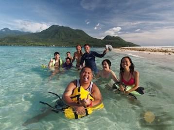 Pinoy Bloggers Wacky Shot in White Island