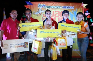 Juan for Fun Big Winners. Team Crimson's Sesi Quilao, Patrik Norouzi and So Myeong Lee receive their prizes from DOT Regional Director Art Boncato and Cebu Pacific Vice President for Marketing and Distribution Candice Iyog.