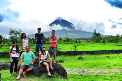 Pinoy Travel Bloggers in Cagsawa Ruins