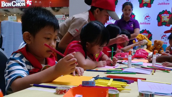 Jollibee Toy Scouts finishing their Christmas Cards