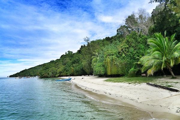 Beach in Sapi Island
