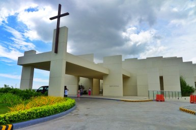 A Chapel with 100 Walls