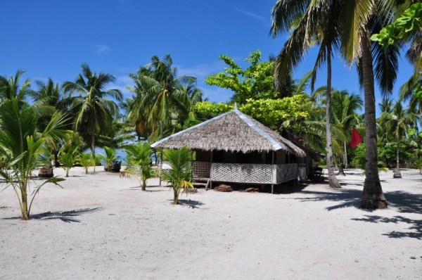 Native Huts in Kalanggaman (photos courtesy of palompon-leyte.gov.ph)