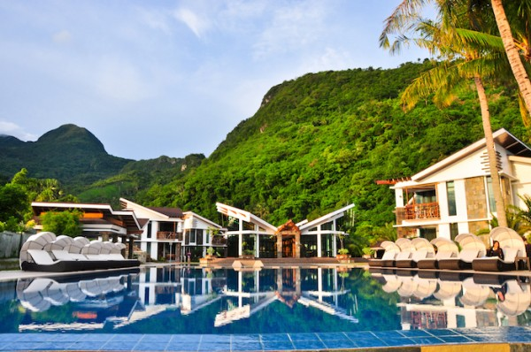 Infinity Resort with Mountain View