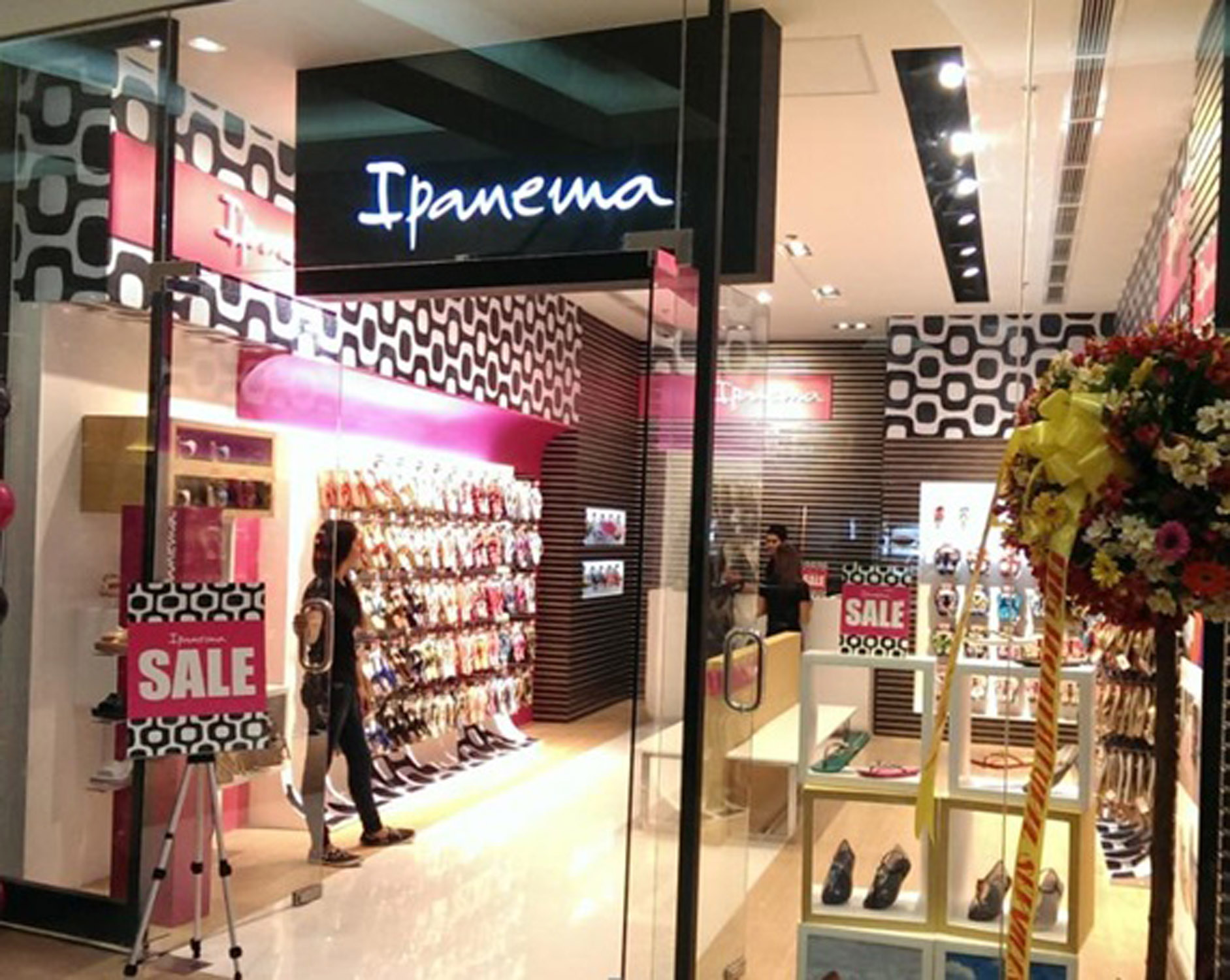 Ipanema opens their 4th concept store in sm north edsa annex out share stopboris Images