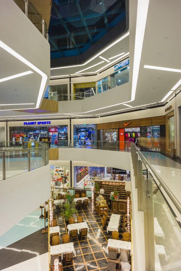 Curvilinear interior design features