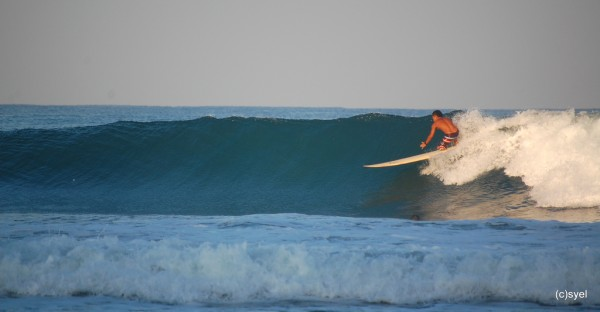 Surfing in San Juan La Union photo by ijnek29 via Flickr