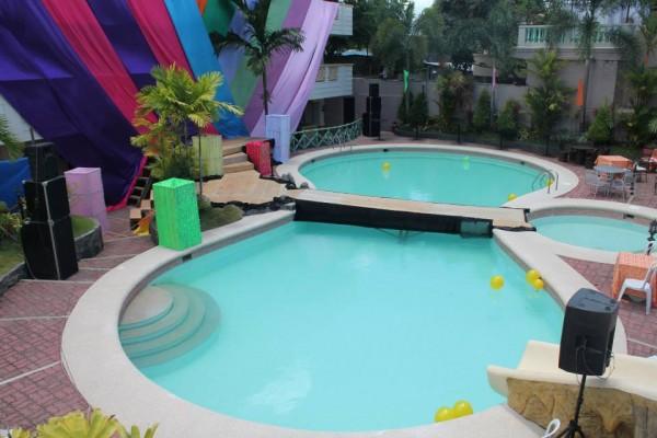 Villa Isabel Hotel and Resort Poolside