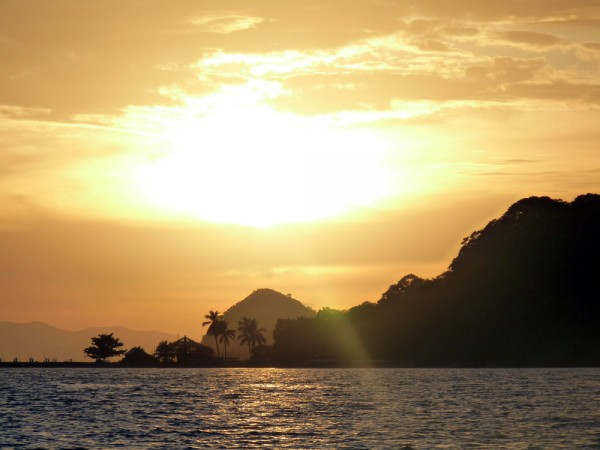 Sunrise in Coron by Alan Escano via Flickr