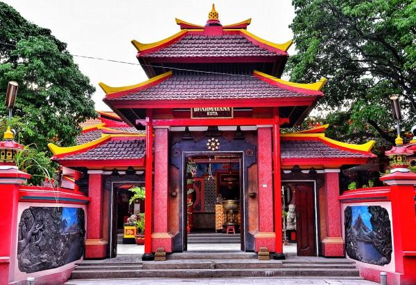 Vihara Dharmayana Temple Entrance
