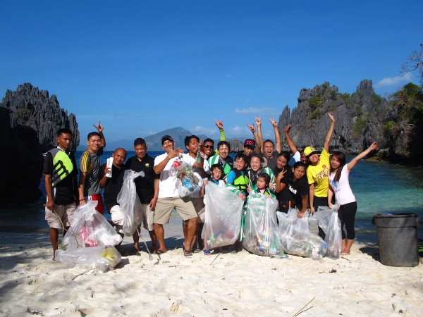 Guests and Staff during the Coastal Clean Up at the Small Lagoon