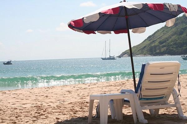 Nai Harn Beach by Miguel Narvaza via Flickr