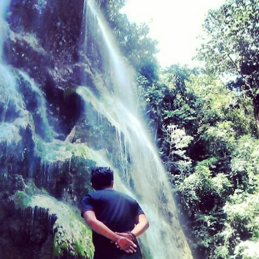 Sideview of Tumalog falls