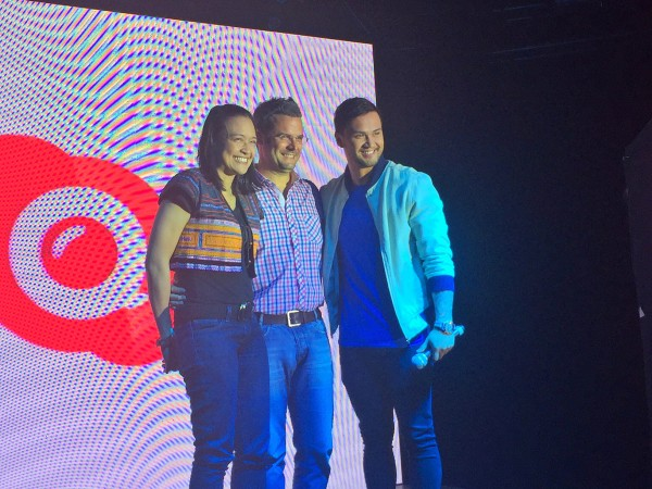 Smart Mobile Internet Head, Michelle Curan together with Judd Harcombe of Skype and Billy Crawford take a Qik pose! #SmartSkypeQik
