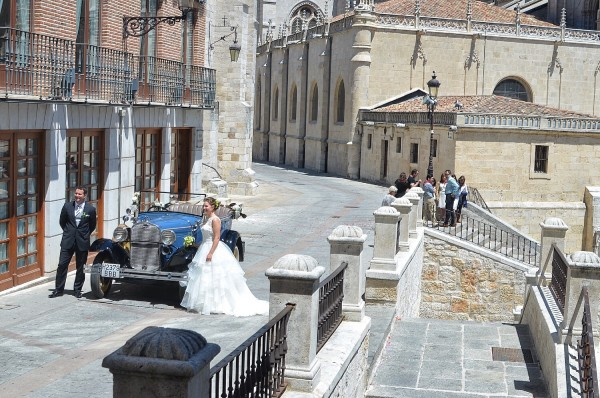 Wedding Photo Shoot outside Burgos Cathedral