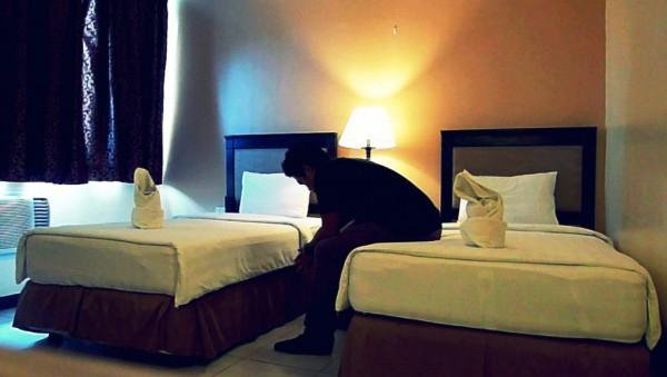 Maxwell Hotel Cebu City The King of Sinulog obligatory hotel room shot