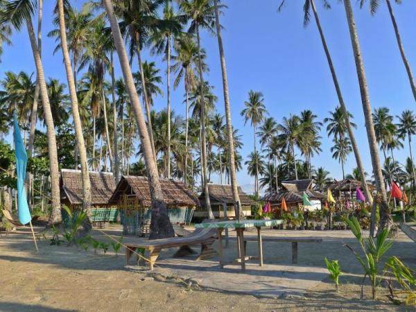 Ursula Long Beach Travellers Inn Palawan