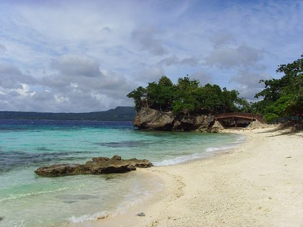 Salagdoong Beach in Maria, Siquijor by Patrick120603 at en.wikipedia. Licensed under CC BY-SA 3.0 via Commons