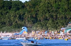Crowded Puerto Galera by Jun Acculador via Flickr