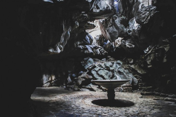 Light peeps inside the cave coming from rock holes at the top. Photo from www.masungigeoreserve.com