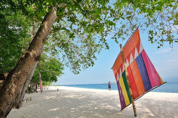 Pink Sand Beach in Sta Cruz Island