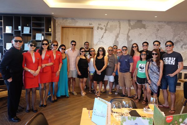 Bloggers with AirAsia Flight Attendants wearing the new Sunnies