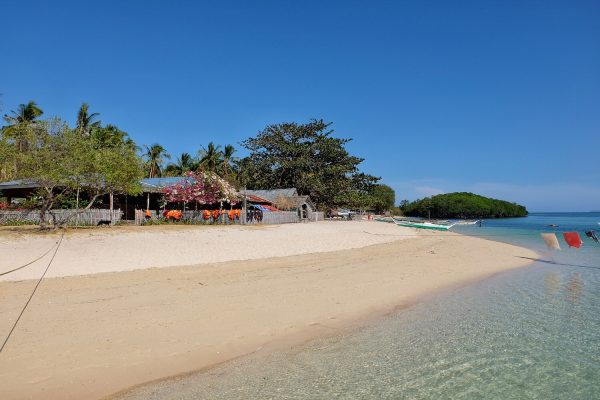 Calm waters of Suguicay Island - Beaches of Bulalacao