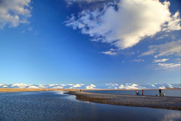 Breathtaking view of Heavenly Namtso Lake against snow-capped mountain range