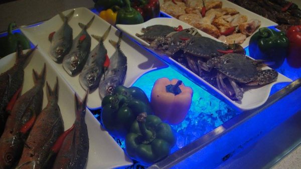 Grill Station where so many seafoods are waiting to be cooked