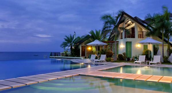 Acuatico Beach Resort Pool
