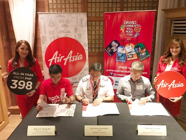 Philippines AirAsia CEO Dexter Comendador with Visit Davao Fun Sale execom President Benjie Lizada and Department of Tourism Regional Director Roberto Alabado III during the MOA signing in Davao City.